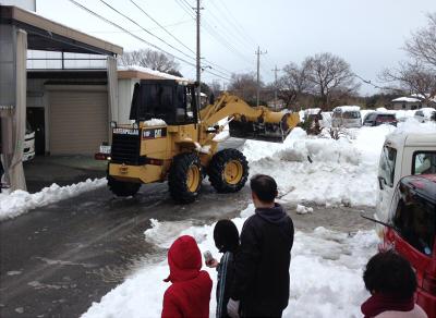 除雪車は近所のペイローダー、感謝!