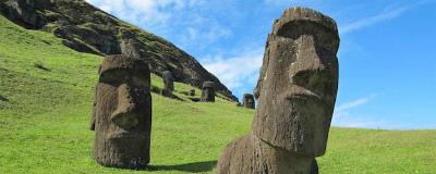 Easter-Island-stone-statues-bodies.jpg