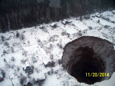 Giant-130ft-Sinkhole-Opens-Up-Near-Russian-Potash-Mine-After-Flooding-1.jpg