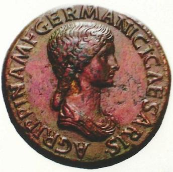 「ローマの貴婦人」と称されたアグリッピナ。アウグストゥスの孫でゲルマニクスの妻 この肖像でも判るとおり、クレオパトラとは較べものにならない美女であった。.