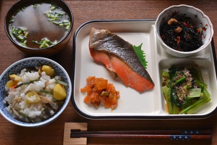 山菜栗ごはんと紅鮭
