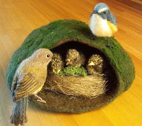 営巣するルリビタキ8