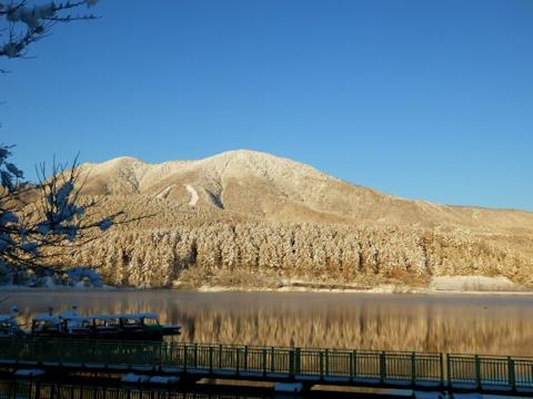 霊仙寺湖から霊仙寺山