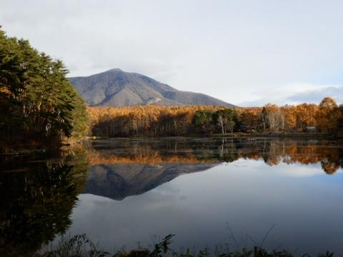 鏡池の飯綱湖