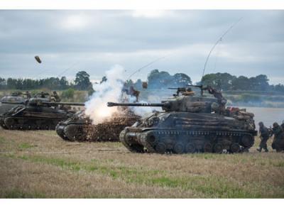 『フューリー』 本物の戦車。多分、これらは米軍のシャーマンという戦車だと思う。