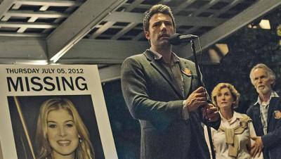 デヴィッド・フィンチャー 『ゴーン・ガール』 ニックは失踪したエイミー捜索の協力を訴える。
