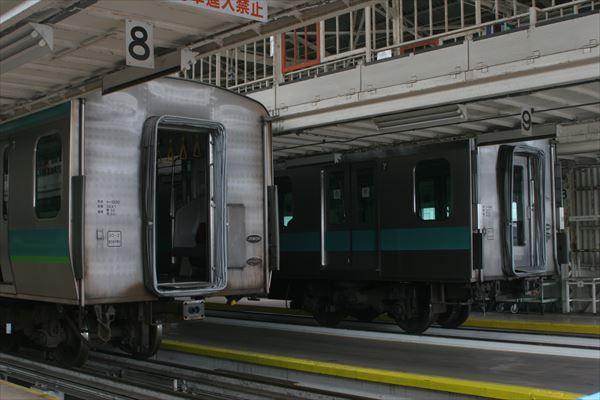 E231系とE233系2000番台