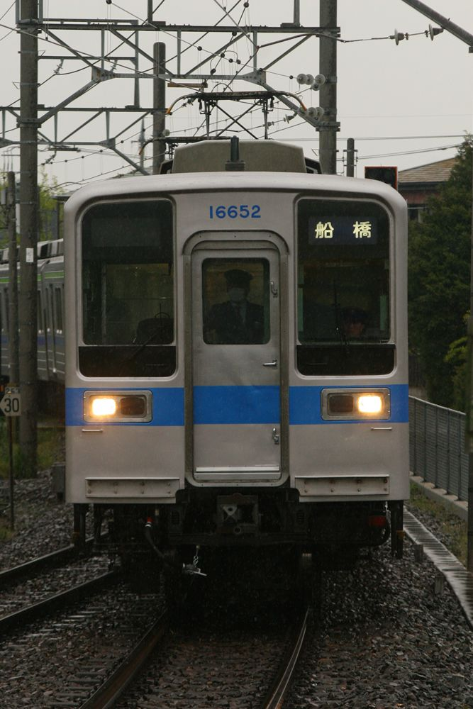 11652F