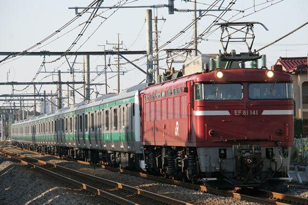 EF81141+E233系ハエ117編成