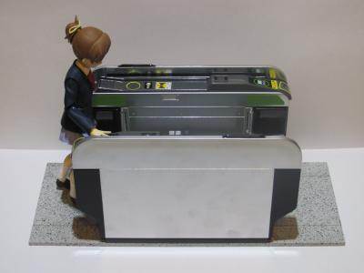 自動改札機と平沢憂2