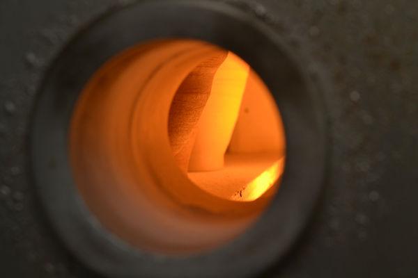 燃える窯の中(素焼き)3