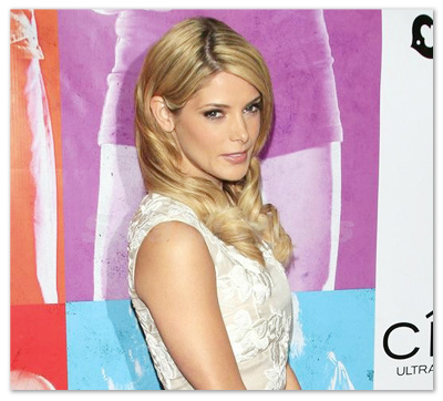 Ashley_Greene_131006_01.jpg