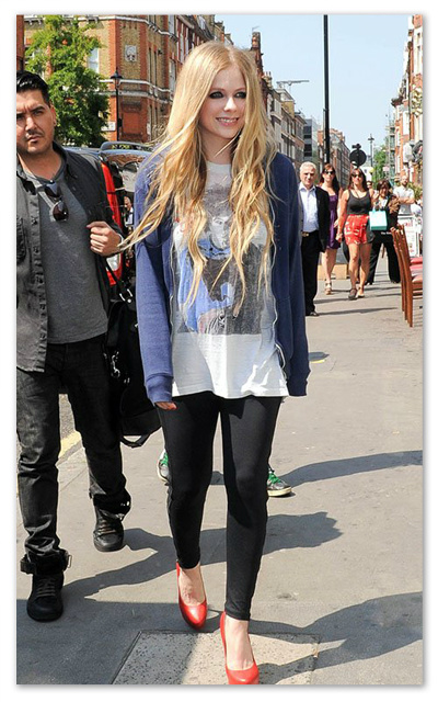 Avril_Lavigne_130610_03.jpg
