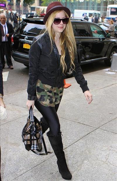 Avril_Lavigne_131008_01.jpg