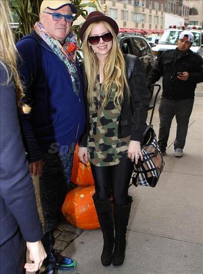 Avril_Lavigne_131008_03.jpg