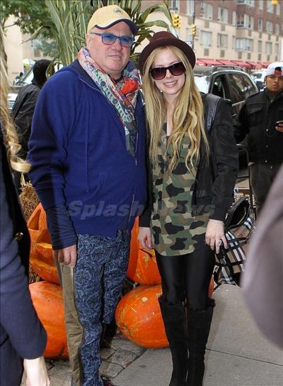 Avril_Lavigne_131008_04.jpg