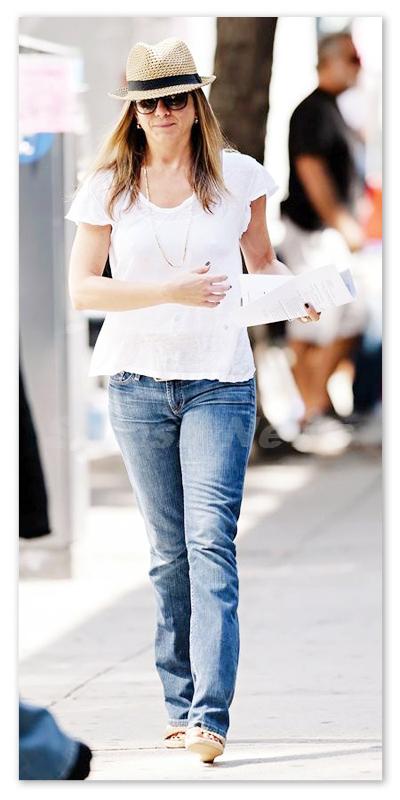 Jennifer_Aniston_130802_05.jpg