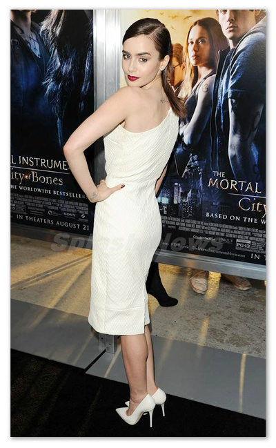 Lily_Collins_130816_03.jpg