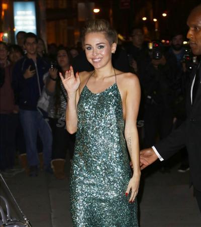 Miley_Cyrus_131030-03.jpg