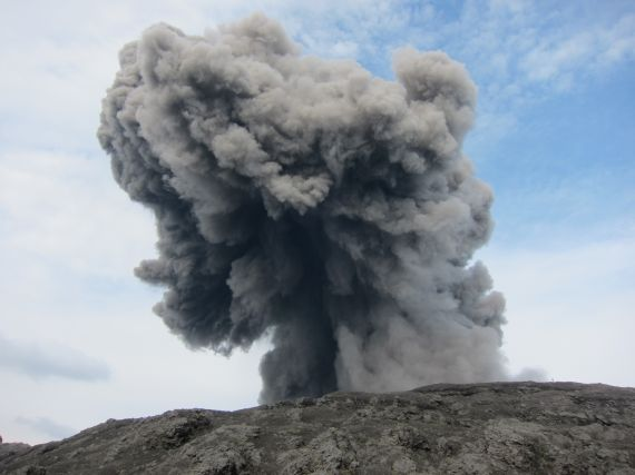 YToyOntzOjM6InNyYyI7czozMjoidXBsb2Fkcy9waG90b2dyYXBocy9JTUdfMTAzOS5KUEciO3M6MToidyI7aTo1NzA7fQ65 Japans Suwanose-jima volcano