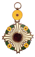 120px-Order_of_the_Chrysanthemum_額縁のタカハシ 額の販売・オーダーなら名臣道路途中下者叙勲因