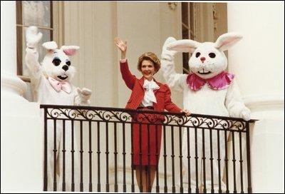 Nancy_Reagan_WH_Easter_Egg_Roll_1981_wave.jpg