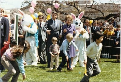 Reagan_at_WH_Easter_Egg_Roll_1982.jpg