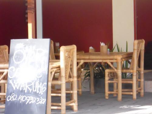 tins warung13-08-02