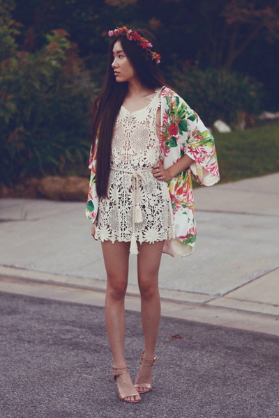 crochet-awwdore-dress-floral-kimono-lovers-friends-cardigan_400.jpg