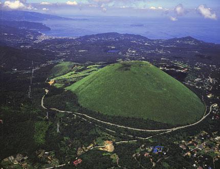 大室山580mは約4000年前の噴火でできたスコリア丘