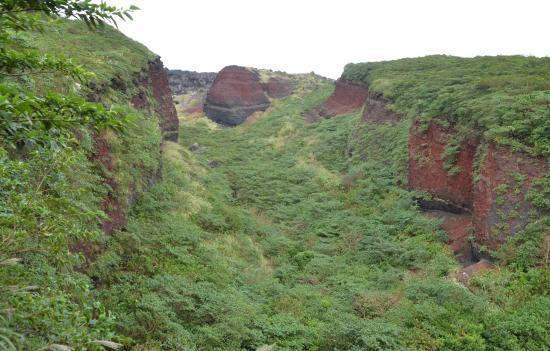 あとは三原のカルデラ床まで右岸に沿って登るだけです