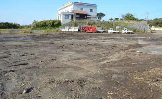 新島村(今の元町)はもと佐久川の下流下高洞に集落をなしていたが文禄年間の びゃく(山津波)におされて現在地に集団移住したとの伝承がある