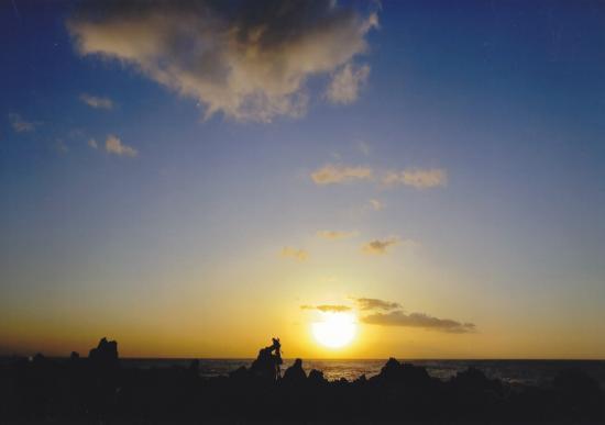 03/21日の日の出と撮影スタッフの後ろ姿