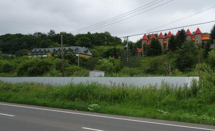 湿原沿いの国道