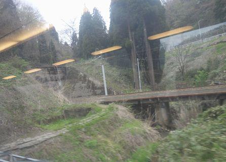 車窓から見た倶利伽羅峠