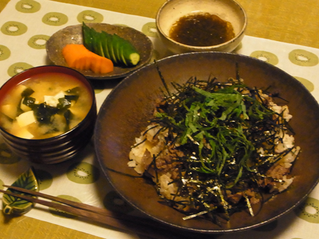 3牛肉とみょうがの混ぜご飯定食