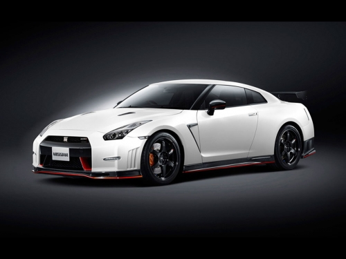 2015-Nissan-GT-R-NISMO-front-01