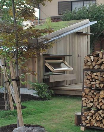 小屋草屋根
