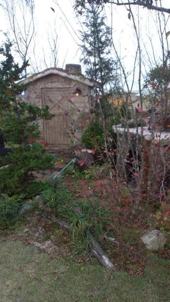 緑化フェア植栽と小屋