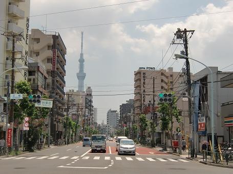 山谷の簡宿街の中心点(泪橋交差点)