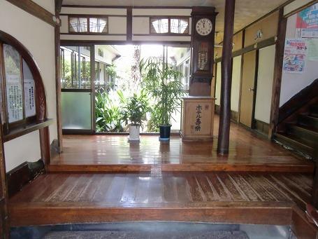 ホテル寿楽の正面玄関