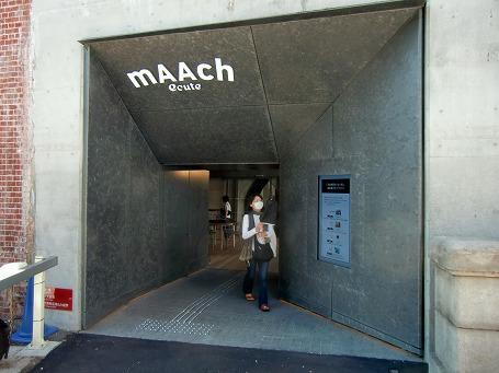 旧万世橋駅の商業施設入口