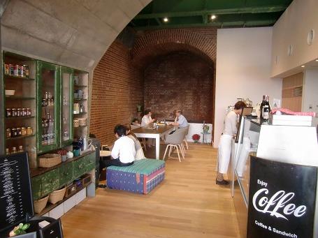 旧万世橋駅の遺構を生かしたカフェ