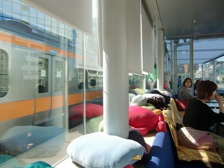 ガラス張りの展望カフェ