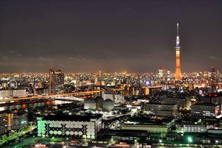 夕暮れの南千住から東京スカイツリーを望む