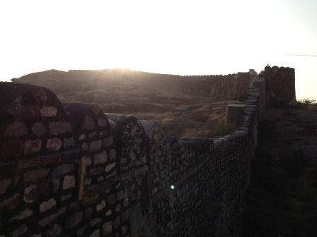 砦を外から2
