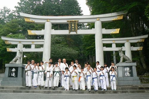 三峰神社にて
