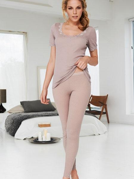 101-woolrib-tshirt-pants-front-walnut-rgb.jpg