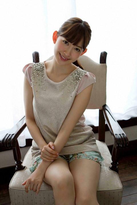 小嶋陽菜 かわいいお姉さん画像