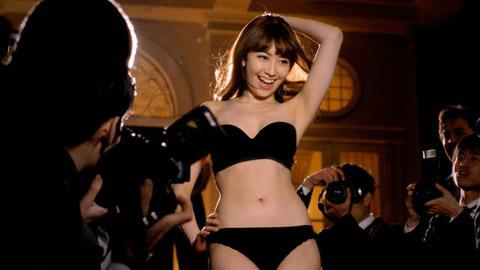 小嶋陽菜 下着CMのエロ画像